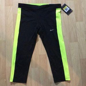 Nike essential tight dri fit Capri length tights